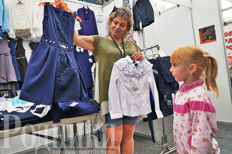 Мытищинцы могут приобрести товары для учебы на «Школьном базаре» возле ДК «Яуза»