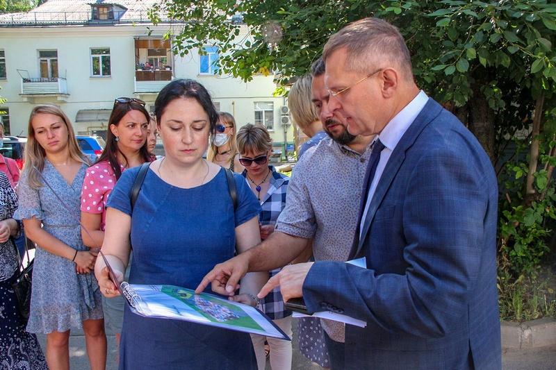 Благоустройство дворовой территории на улице Мира проводится в Мытищах